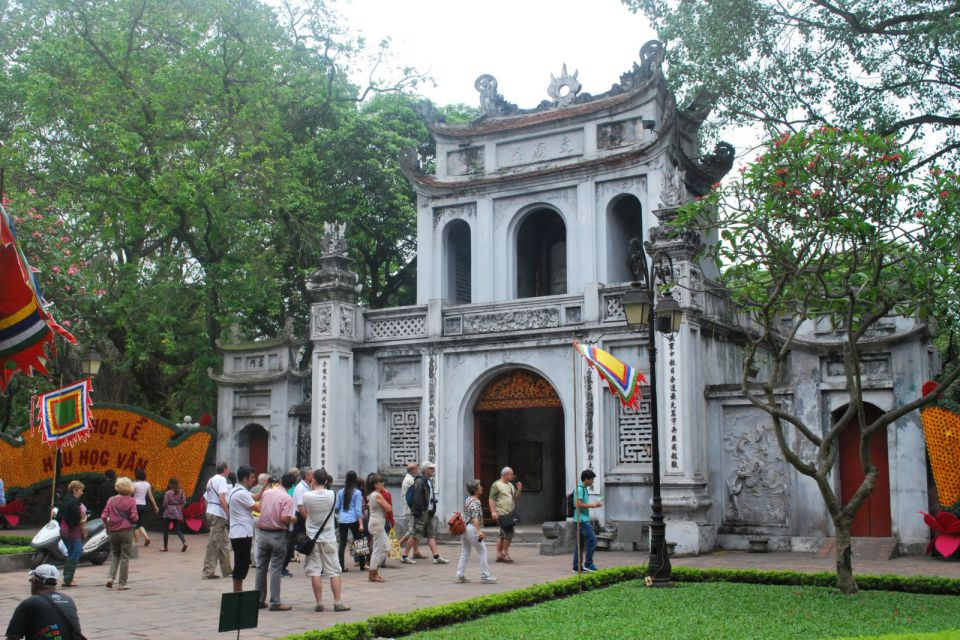 temple-of-literature-gate-960
