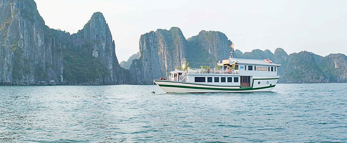 Petit White Dolphin Private Cruise 3 days/ 2 nights
