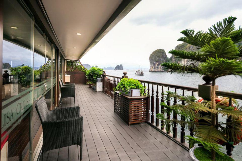 vi-balcony