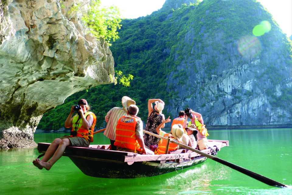 bamboo-boat-to-dark-bright-cave