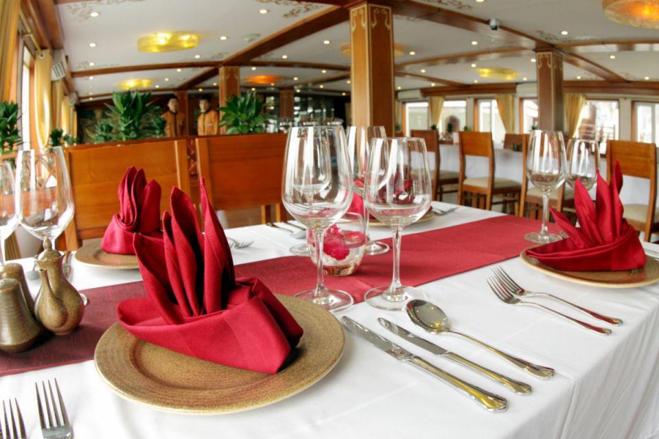 fr-restaurant-huong-hai-sealife-cruise-3-days-2-nights-2
