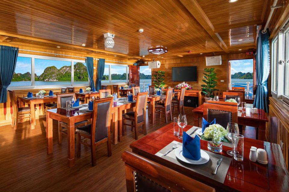 restaurant-on-cruise
