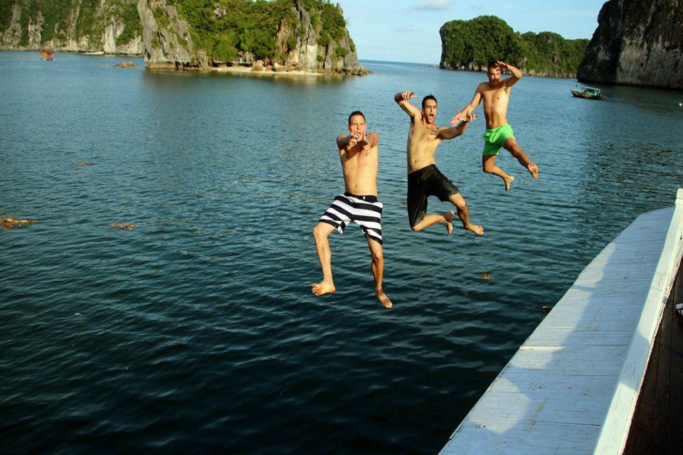 vi-swimming