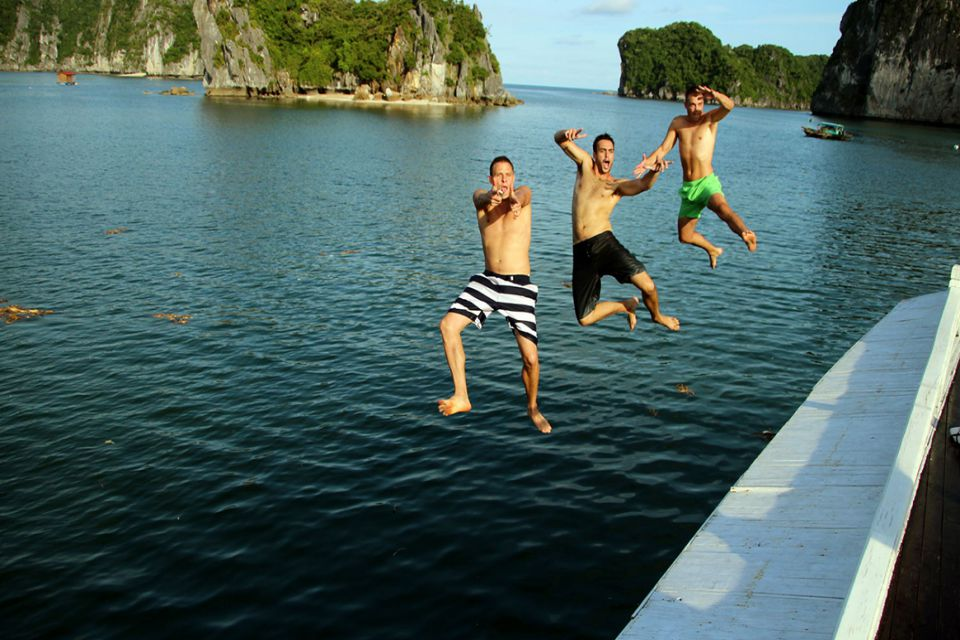 vi-swimming-petit-white-dolphin-cruise-3-days-2-nights