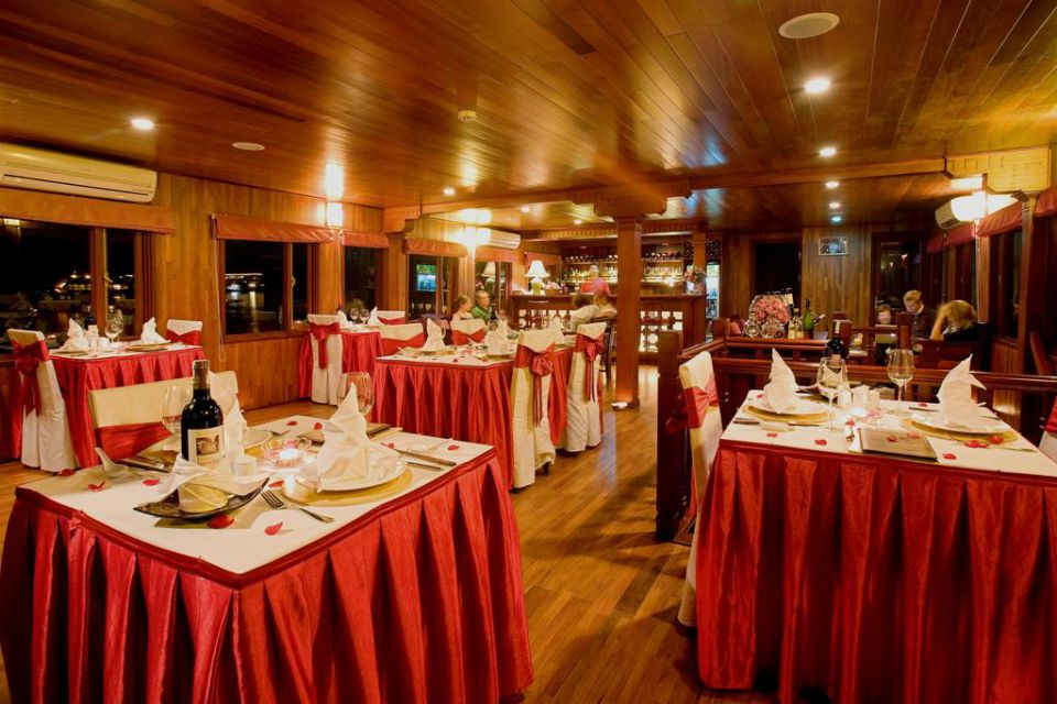 restaurant-valentine-cruise-3-days-2-nights