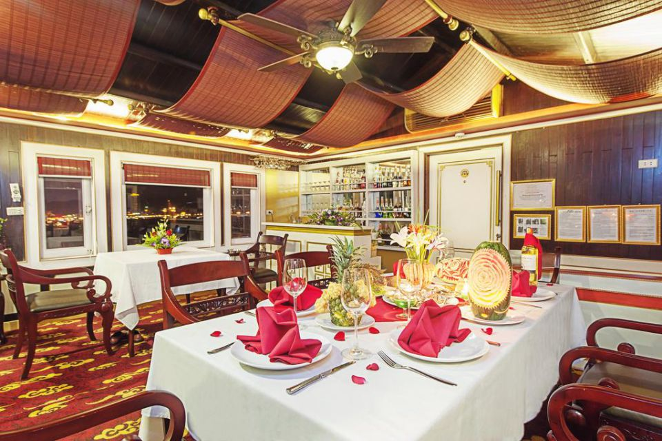 restaurant-white-dolphin-cruise-3-days-2-nights