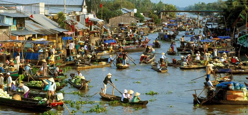 Top 5 most famous floating markets in Mekong Delta