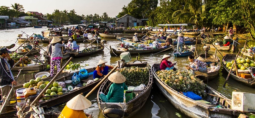 Traveling to Mekong Delta to visit the most famous floating markets