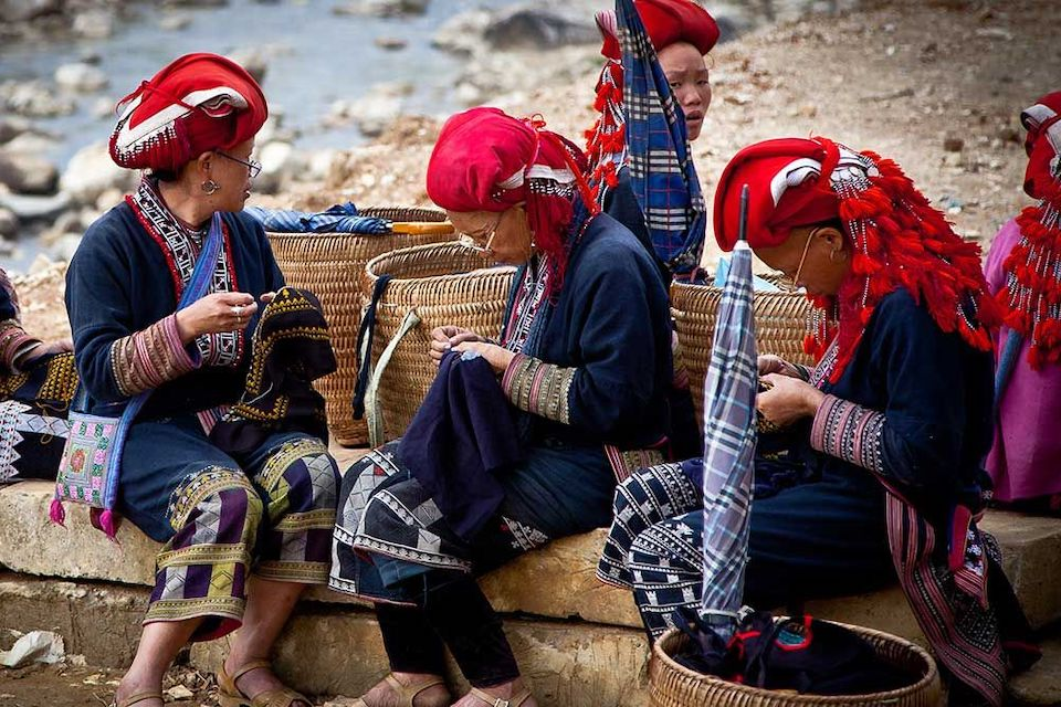 960-red-dao-people