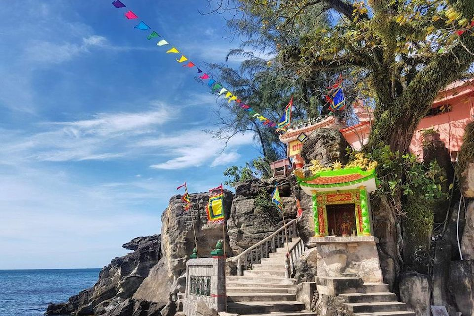 dinh-cau-temple-phu-quoc-getaway-5days-2