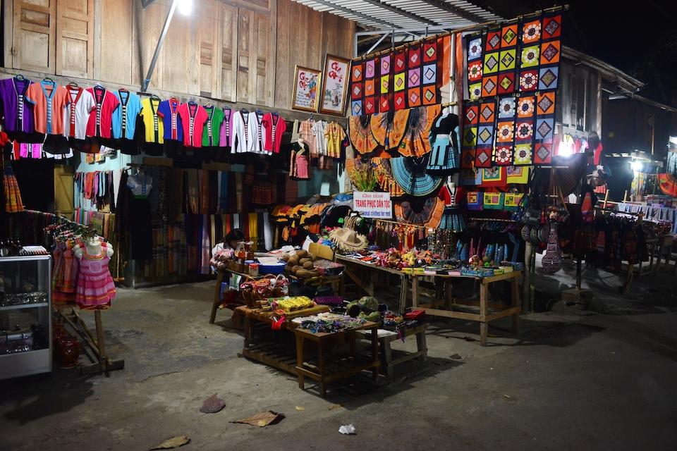 mai-chau-market