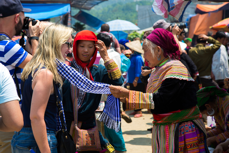 sapa-trekking-and-coc-ly-market-6