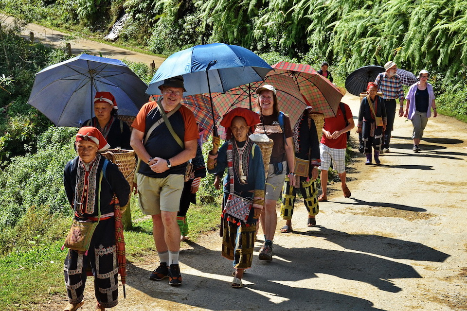 sapa-trekking-bac-ha-market-3d4n-4