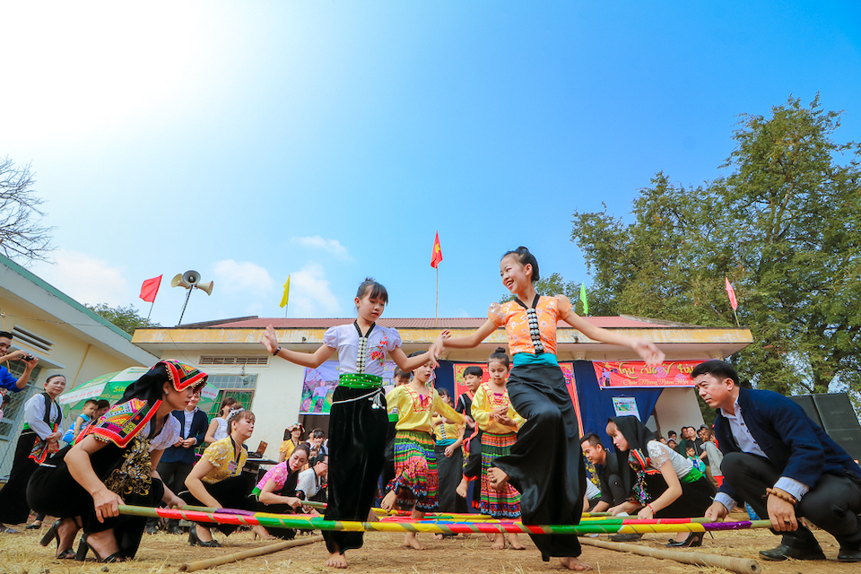 fr-thai-traditional-dance
