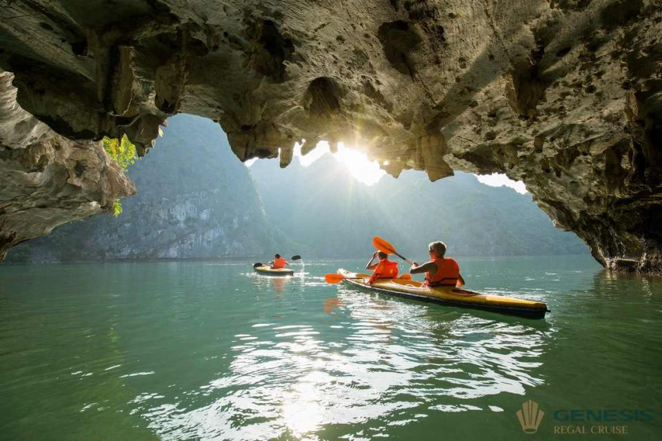 lunch-on-boat-halong-luxury-day-trip-sung-sot-cave-5