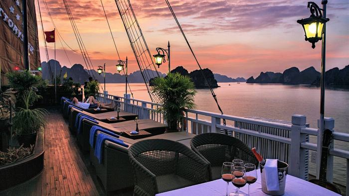 Halong Bay luxurious cruise
