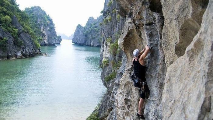 Climbing in Halong Bay