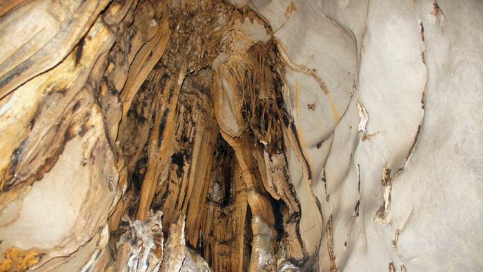 Hoa Cuong Cave