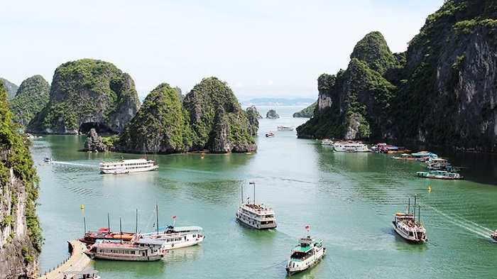 The beautiful scenery of Halong Bay