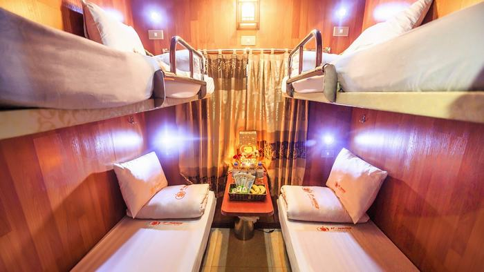 Luxury bus to Halong Bay