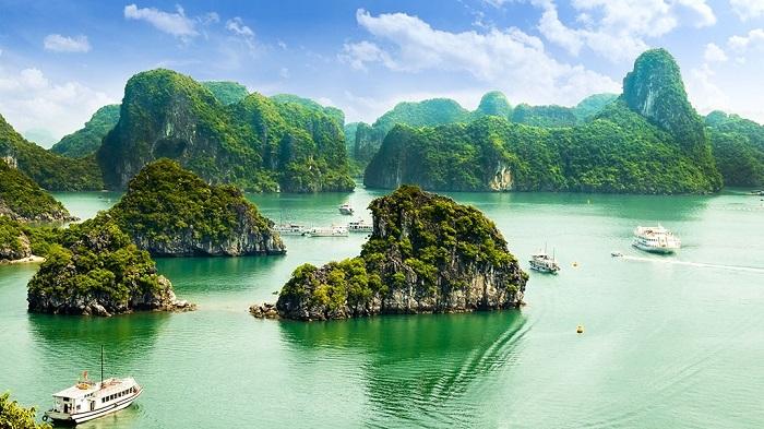 The beautiful scenery of Halong Bay