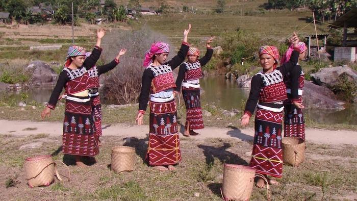 The traditional dances of Xa Pho people