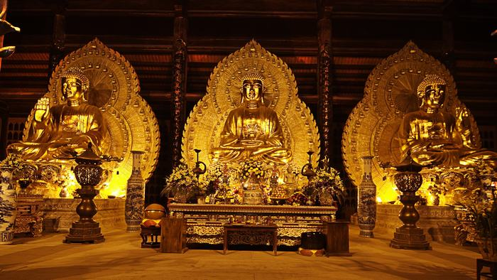The golden statues in Bai Dinh Pagoda