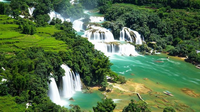 The magnificent beauty of Ban Gioc Waterfall