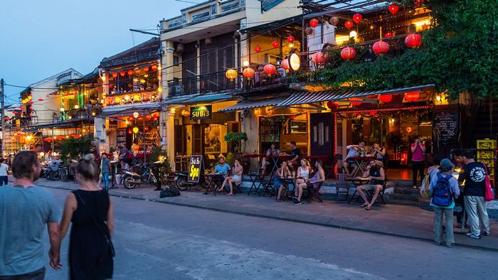 Wander around Hoi An Street