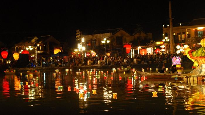 Hoai River at night