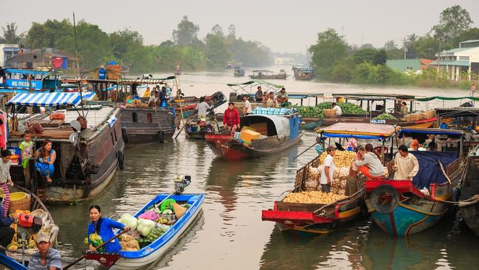 Visit floating market