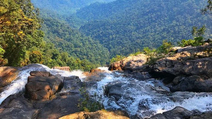 The majestic view from Do Quyen waterfall