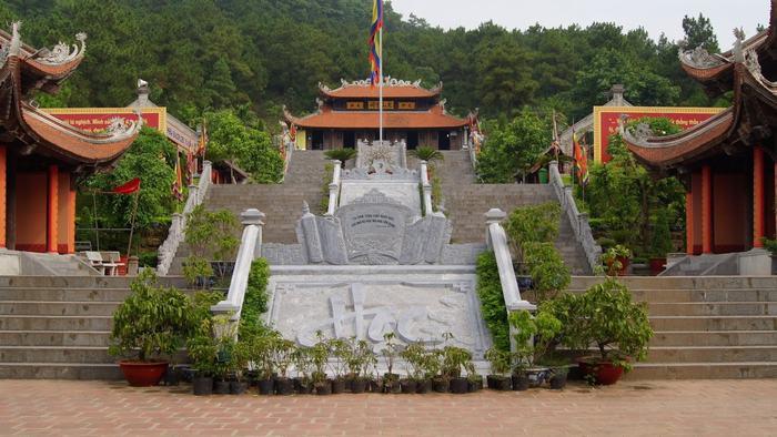 Con Son Kiep Bac temple