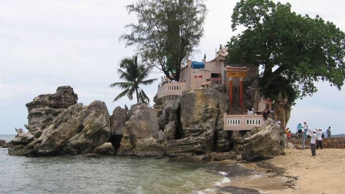 Cau Temple