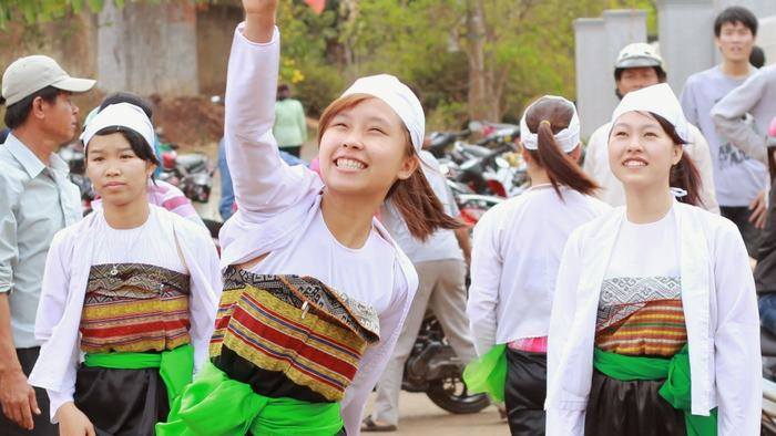 Custumes of Muong people