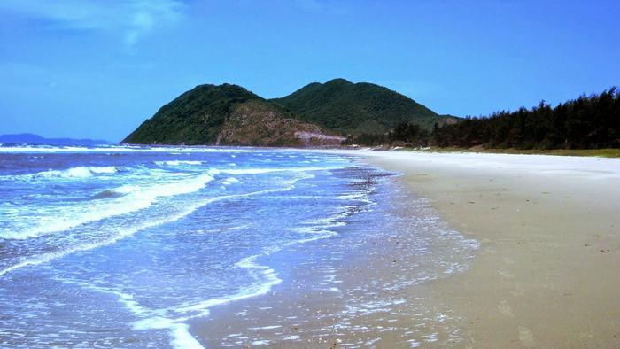 Pristine beach in Ngoc Vung
