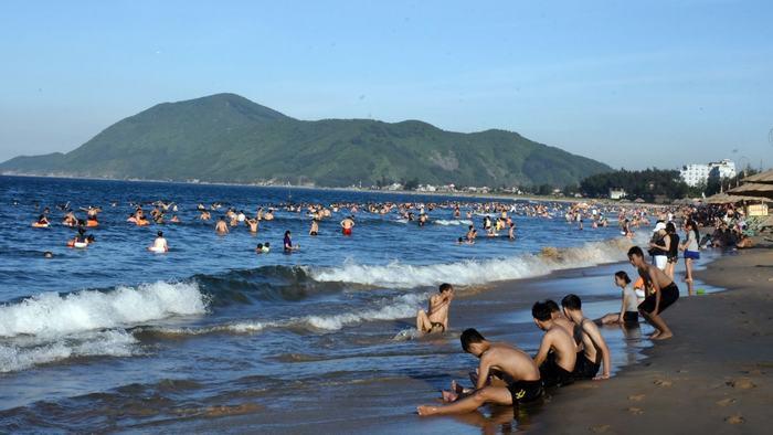 Swimming in Thien Cam beach