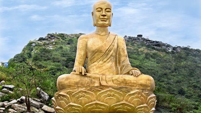 Buddha emperor Tran Nhan Tong statues