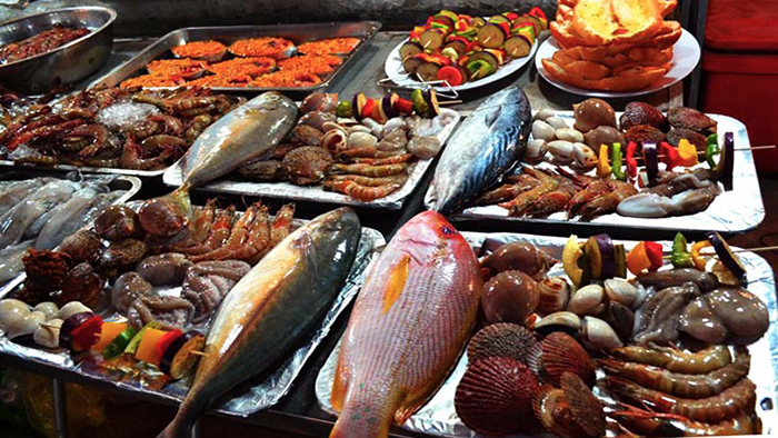 The rich seafood at Dinh Cau night market