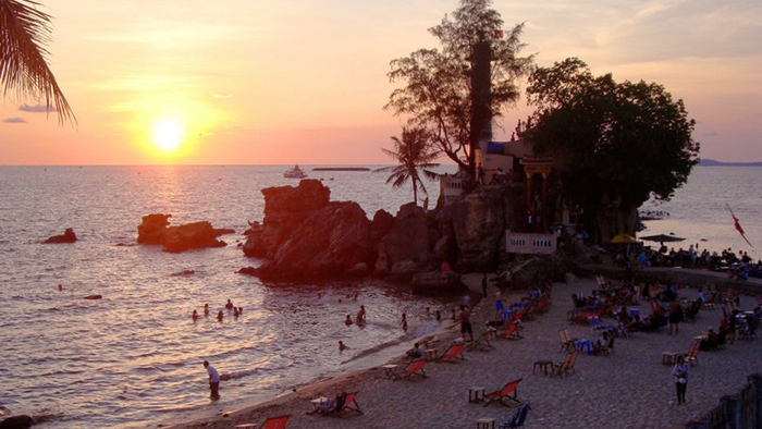 Sunset on Cau temple