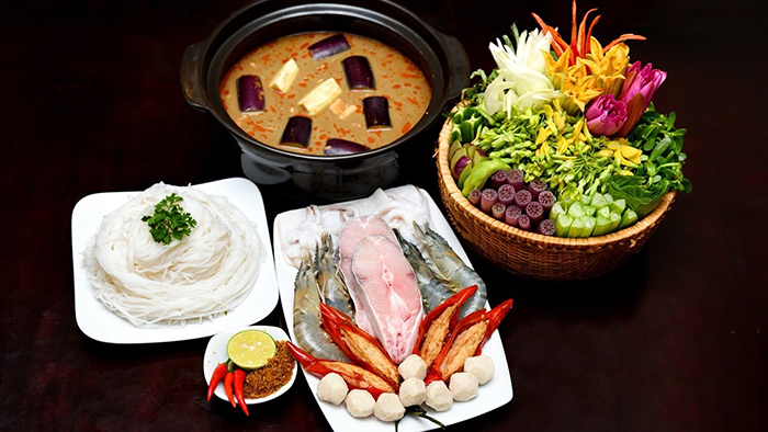 "Enjoy Southern cuisine of ""dien dien"" flowers"