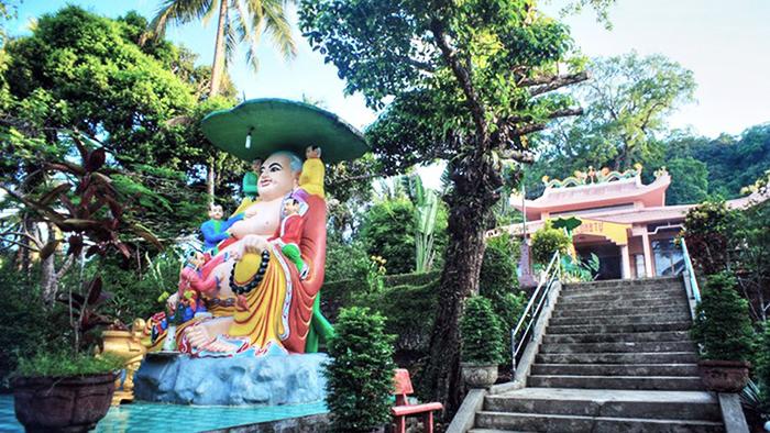 The Fat Buddha statue in Su Muon pagoda