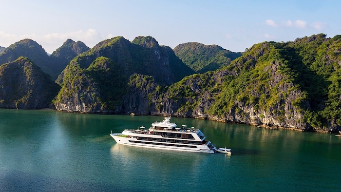 Staying on Halong cruises