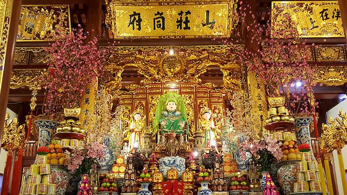 Bong Lai temple worships Three Mother Goddesses and Co Doi Thuong Ngan