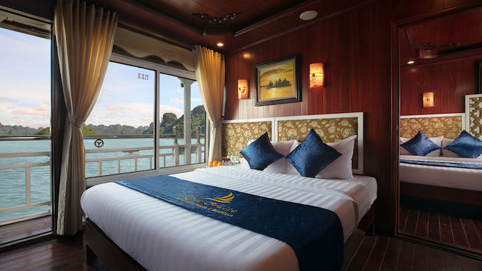Staying in a Halong cruise