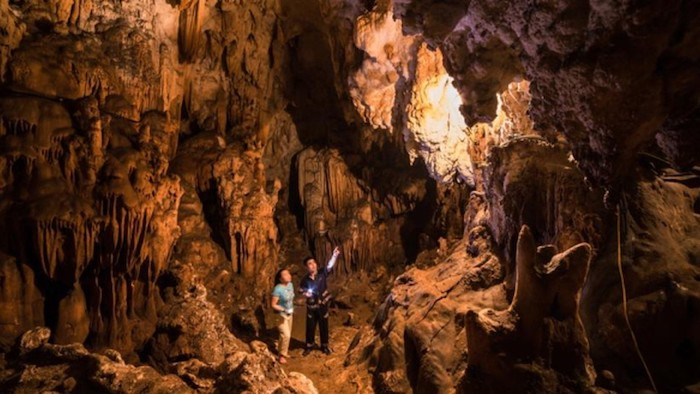 Discovering Mo Luong cave