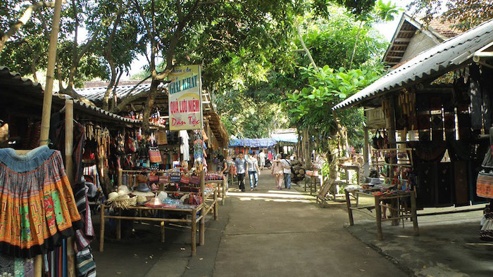 Buying souvenirs in Lac village