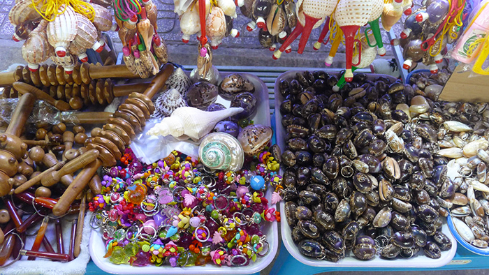 You can buy souvenirs and jewelry at Dinh Cau night market