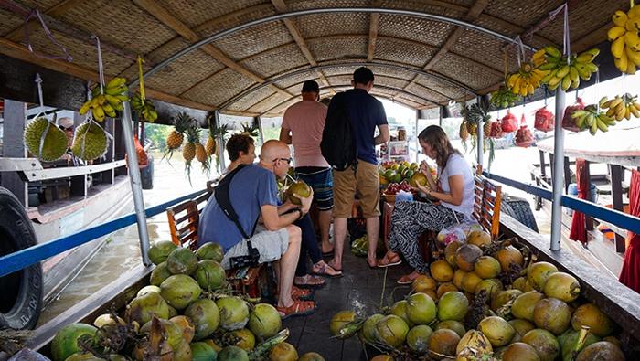 Exploring Cai Be floating market