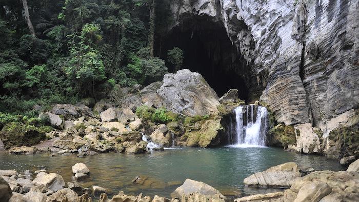 Nang Rung waterfall before the cave door
